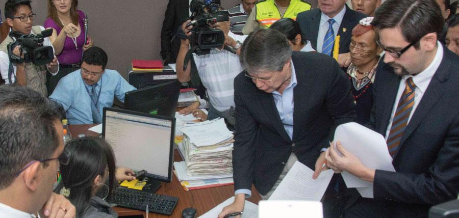 """Carlos Bernal Pulido: Enmiendas buscan """"Sustituir la Constitución"""""""