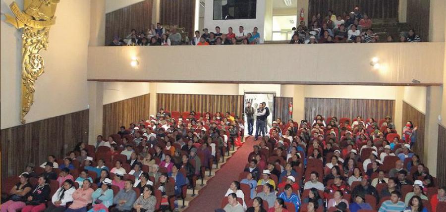 Alcalde de Azogues dialogó con comerciantes para reorganización de centros de expendio
