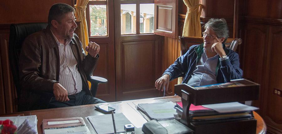 Lasso se reúne con alcalde de Guaranda y posesiona directivas en Bolívar.