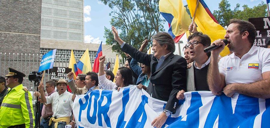 Lasso lidera masiva marcha en Quito y exige que se archiven definitivamente los proyectos de plusvalía y herencia