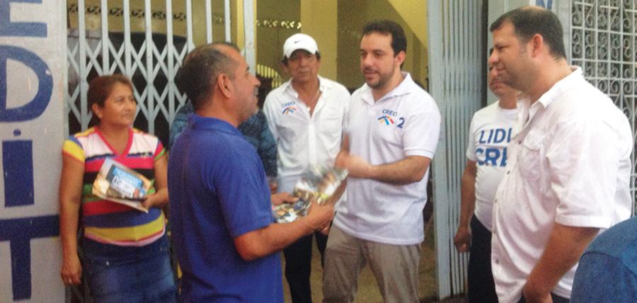 CREO realiza caminata y puerta a puerta en Guayaquil