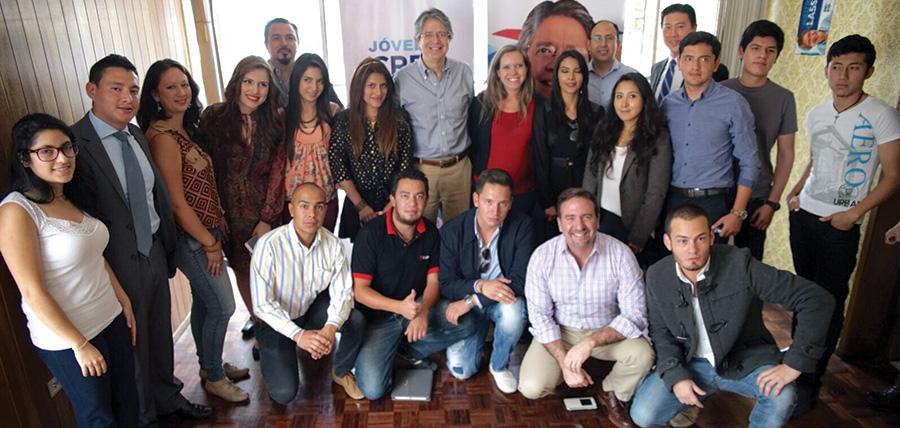 Guillermo Lasso mantuvo un conversatorio con jóvenes en Quito